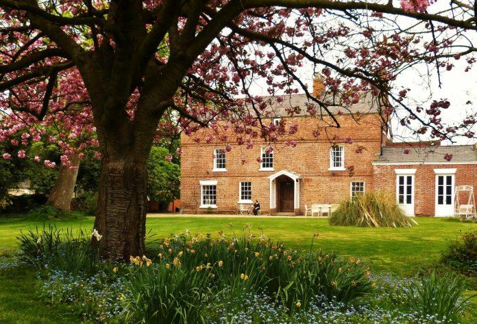 Little Mollington Hall