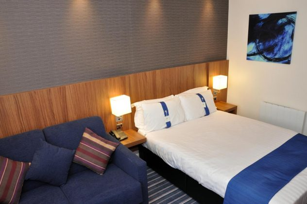 Bedroom at Holiday Inn Express Chester Racecourse