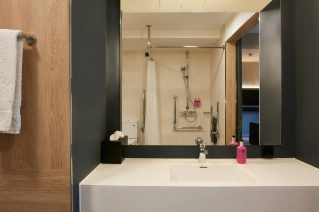 Chester Moxy bathroom